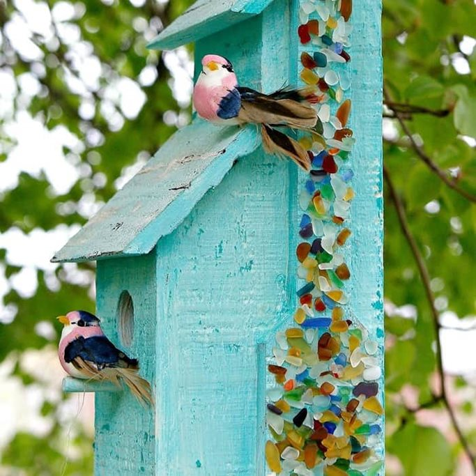 How-to-use-Mod-Podge-Ultra-spray-to-decorate-a-birdhouse-with-sea-glass_thumb.jpg