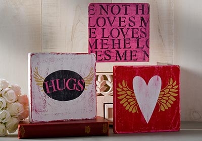 Valentine Hearts and Hugs Plaques