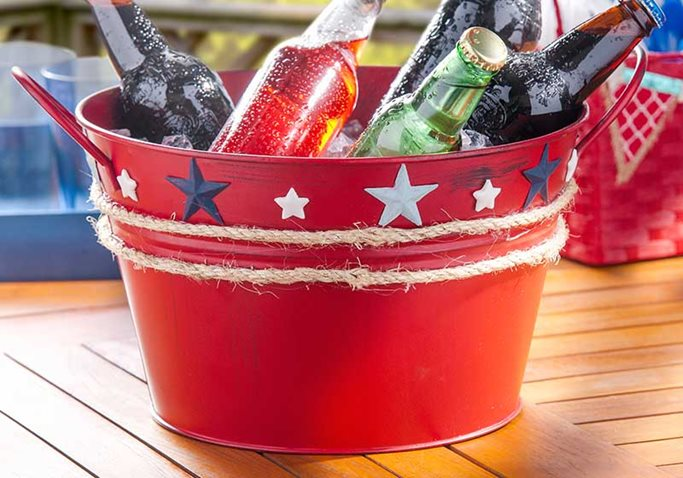 Nautical-Drink-Party-Tub-Plaid-Crafts-DIY-4th-of-July.jpg