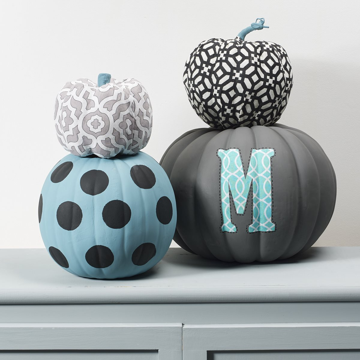 Waverly Stacked Pumpkins
