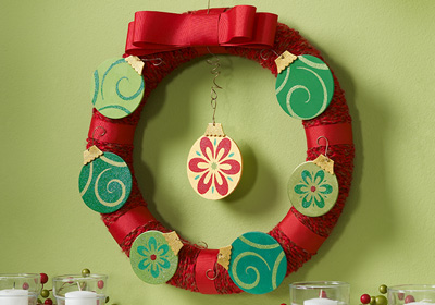 All That Glitters Ornament Yarn Wreath