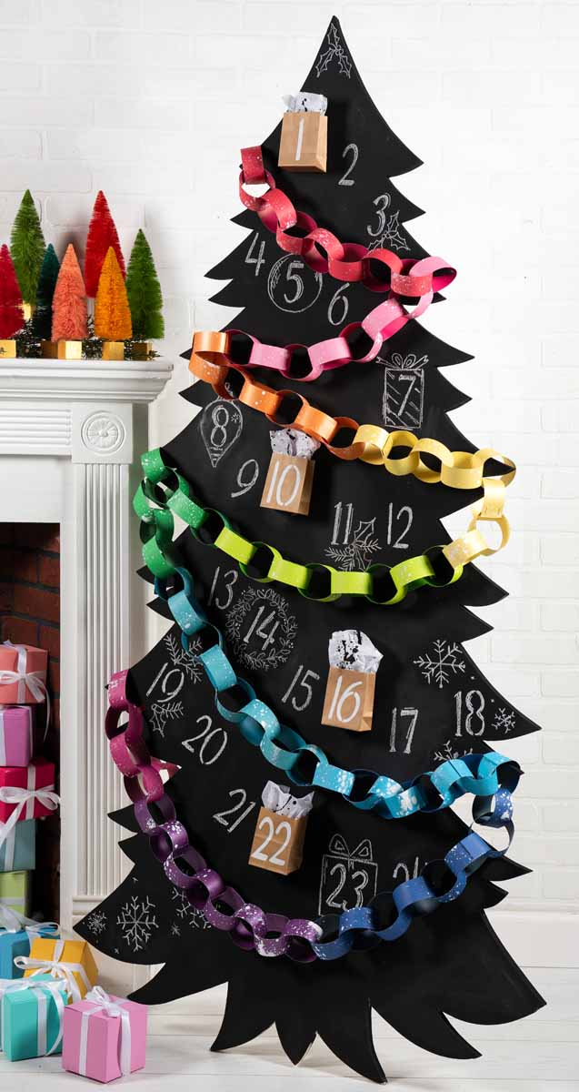 Chalkboard and Paper Chain Christmas Advent Tree