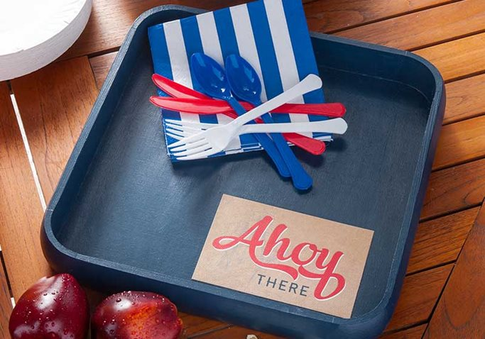 Nautical-Party-Tray-Plaid-Crafts-DIY-4th-of-July.jpg