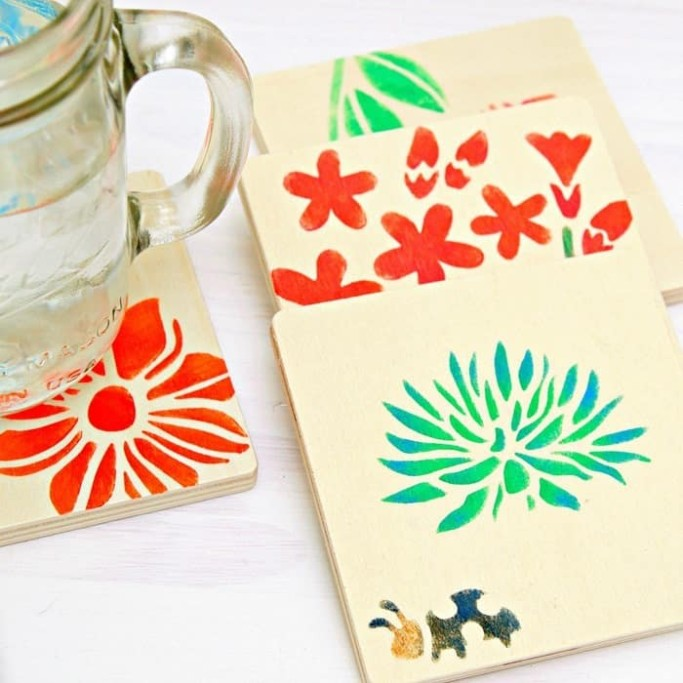 Stencil-colorful-floral-designs-on-wood-coasters_thumb.jpg