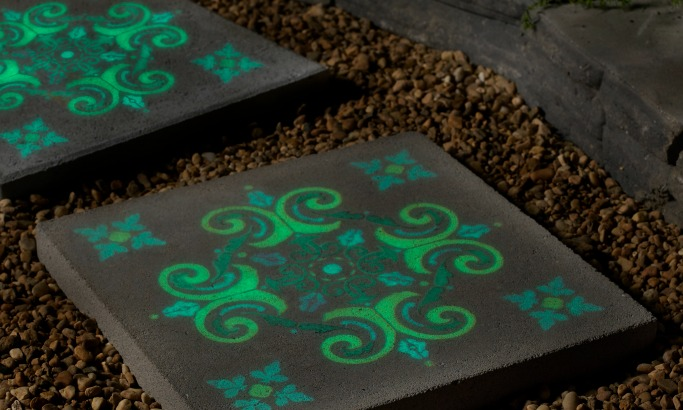 Glow In The Dark Paint Give It A Glow The Plaid Palette Diy Craft Ideas Products And More Plaid Online