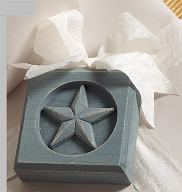Wood Accent with Star Ornament for Holidays