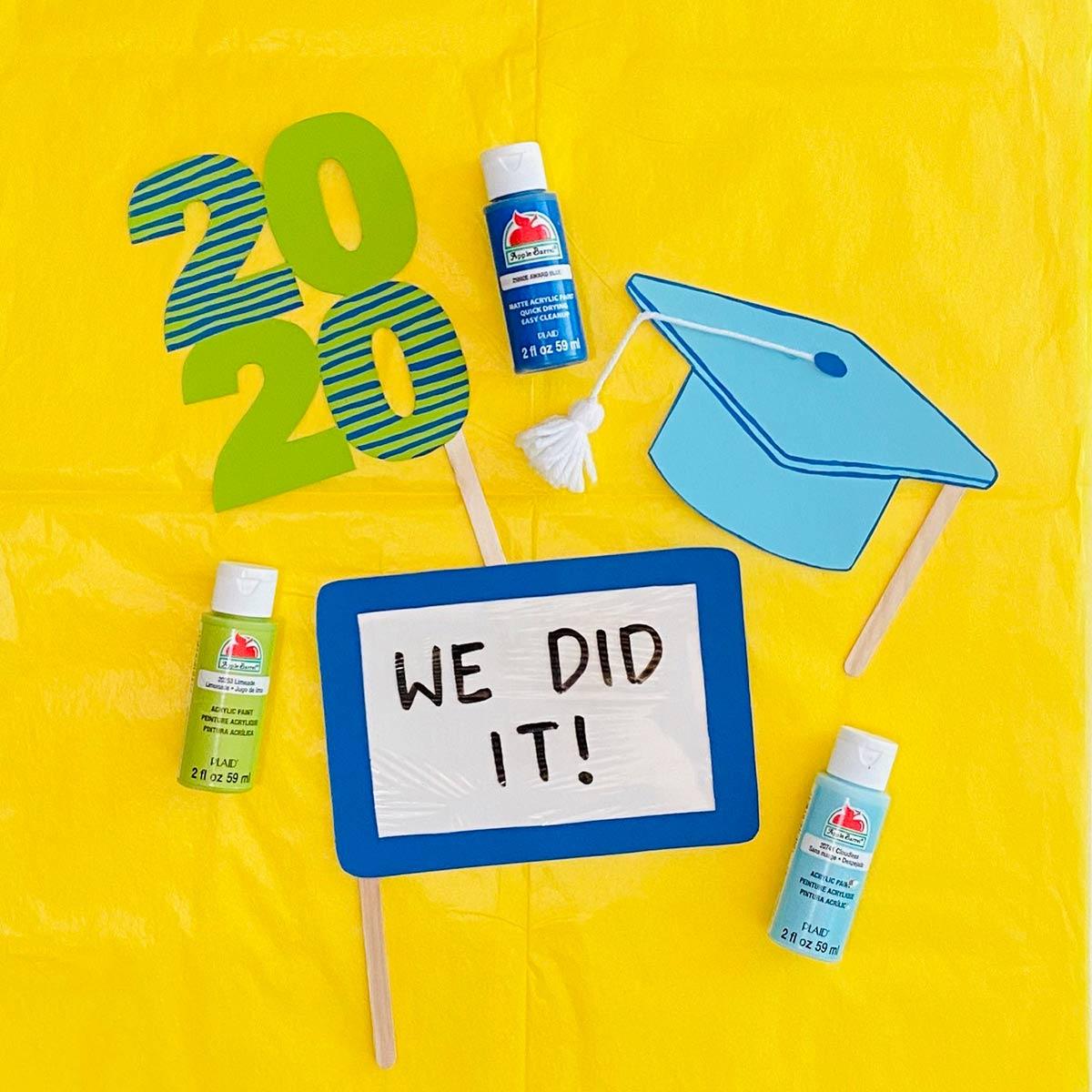 DIY Graduation Photo Props