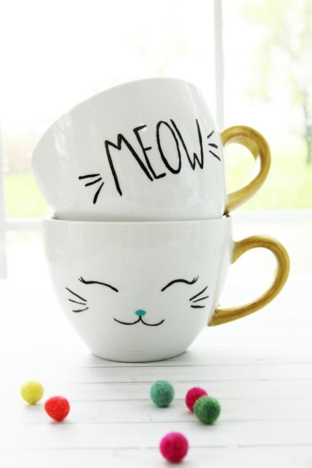 DIY-Painted-Cat-Mugs.jpg