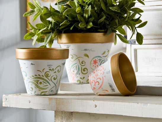 Get Ready for Spring with this Shabby Chic Flower Pot