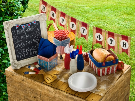 Easy Patriotic Picnic DIY Decor!