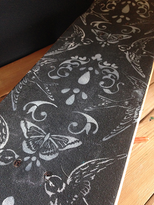 Easy Stenciled Damask Skateboard