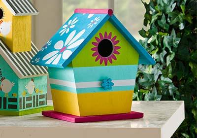 Craft painting daisy roof birdhouse - Bird house painting ideas ...